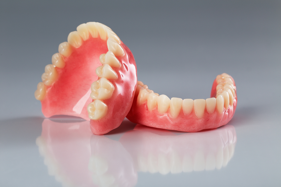 Five Tips for Helping Your Senior Get Used to Dentures